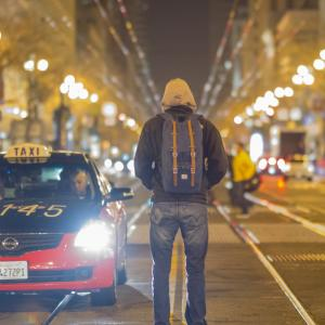 Some Advantages and Disadvantages of Hiring a Cab for Travelling in a City